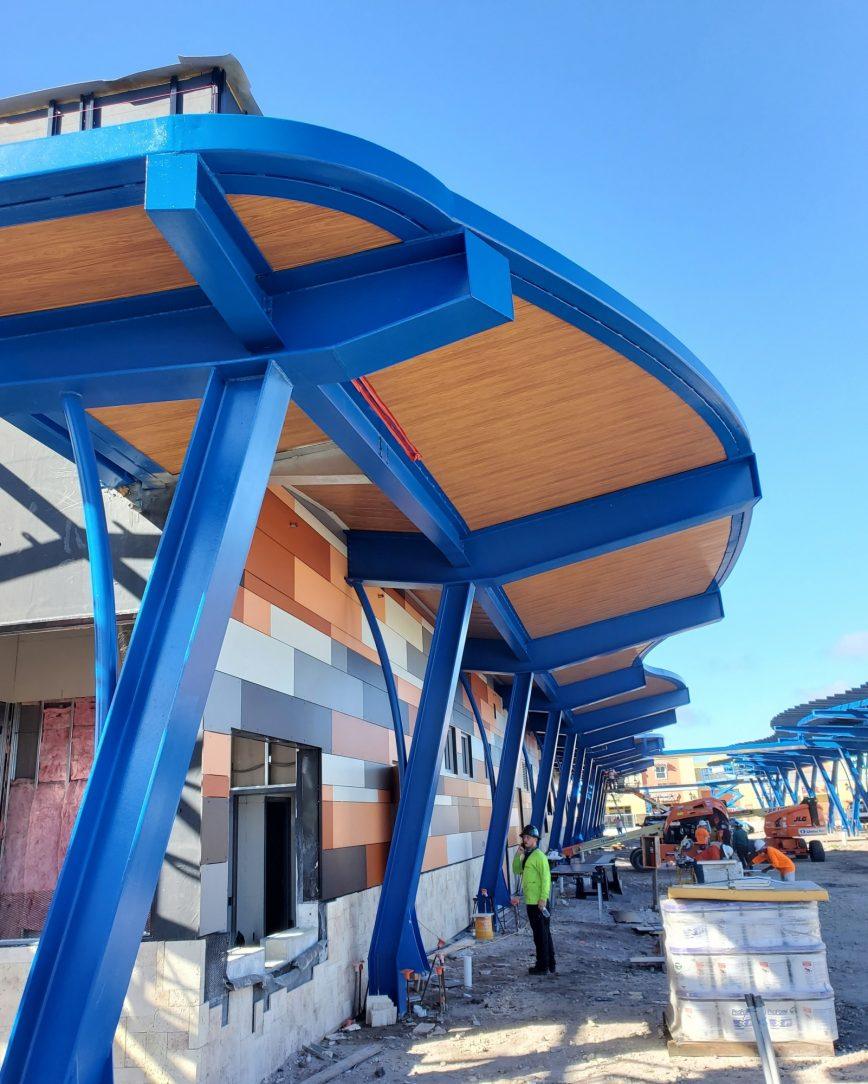 2021-05 5-The-blue-top-coat-contrasts-nicely-with-the-wood-features_201217_152026_1 Lauderhill
